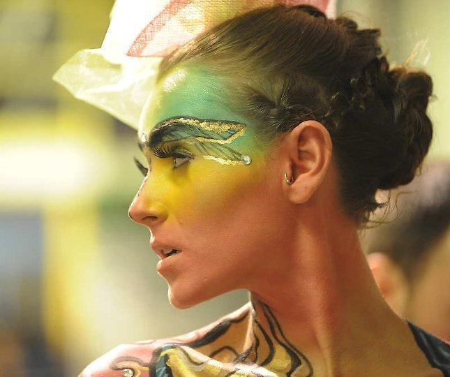 美国大胆时装秀上演另类人体艺术