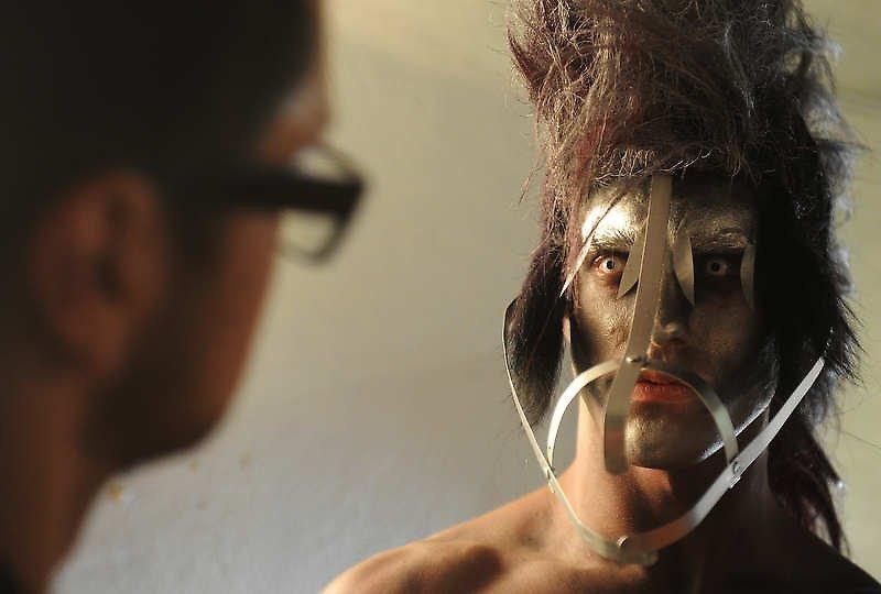 美国大胆嫩鲍人体艺术_美国大胆时装秀上演另类人体艺术