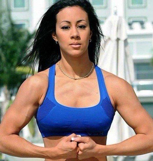 组图:健身美女肌肉秀 粗硬线条演绎力量之美
