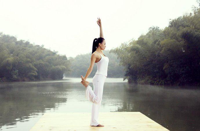 最美瑜伽教母清新写真<wbr><wbr>苍竹青翠春光明媚