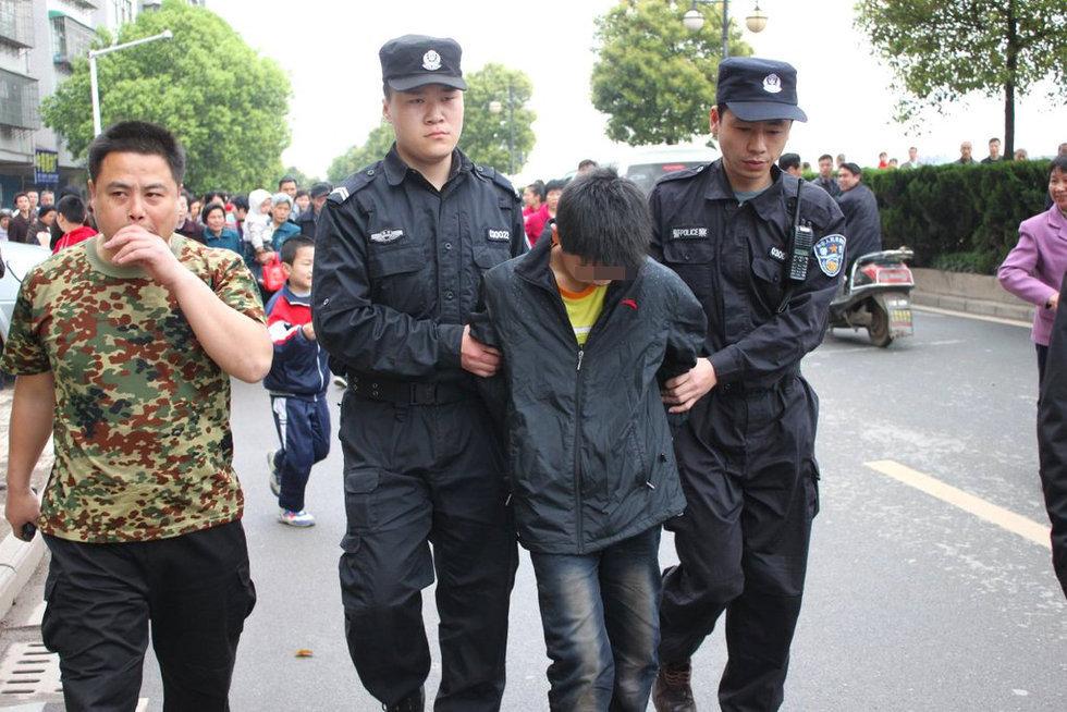 童话镇歌谱口风琴-湖南衡阳12岁男孩杀死姑妈一家三口!!!现在的孩子是怎么了!!!