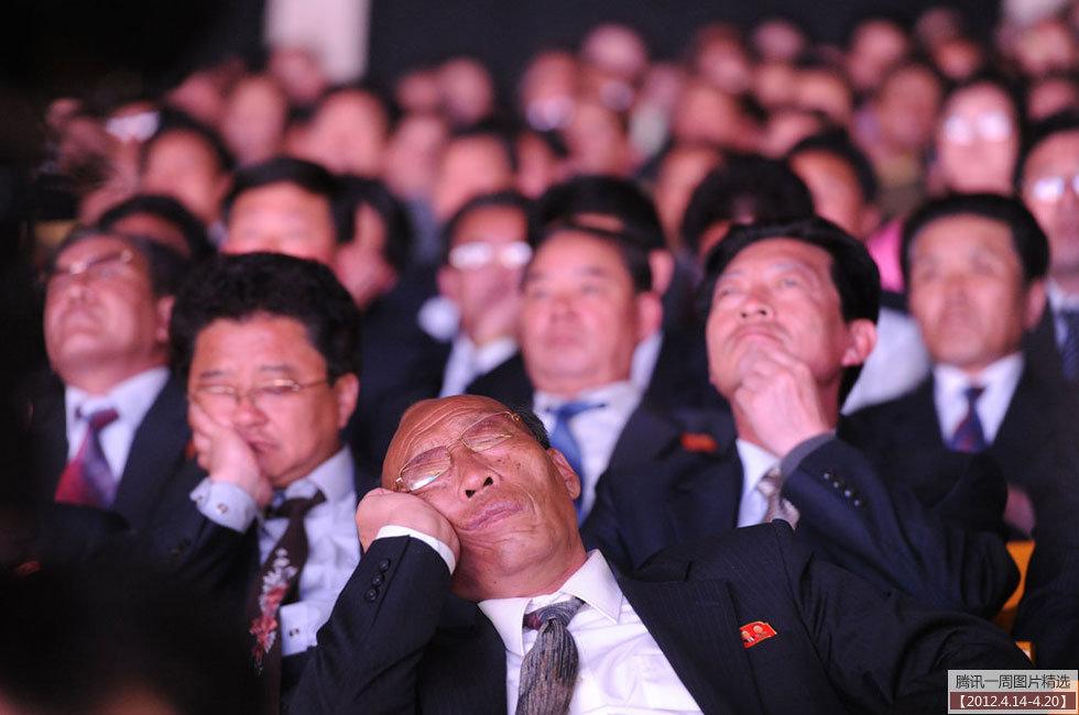 要出事:庆祝金日成诞辰演唱会听众睡着