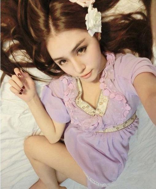 低胸短裙还卖萌 游戏美女演绎日系小清新 动