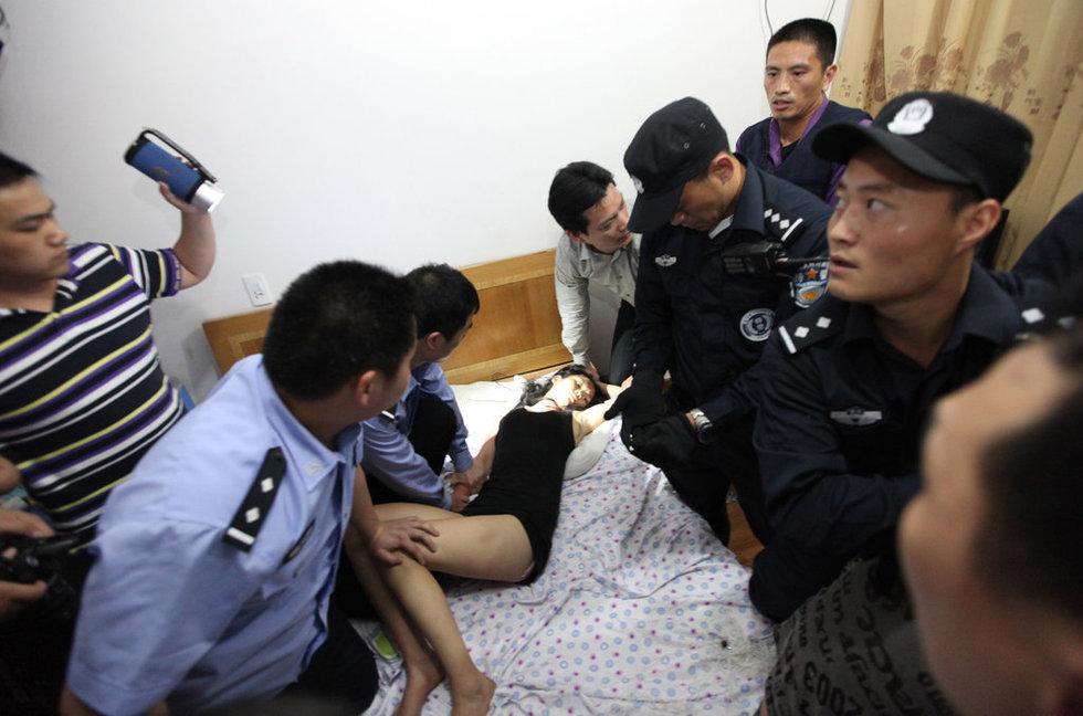 组图:浙江台州警方解救被瘾君子劫持少女 新闻