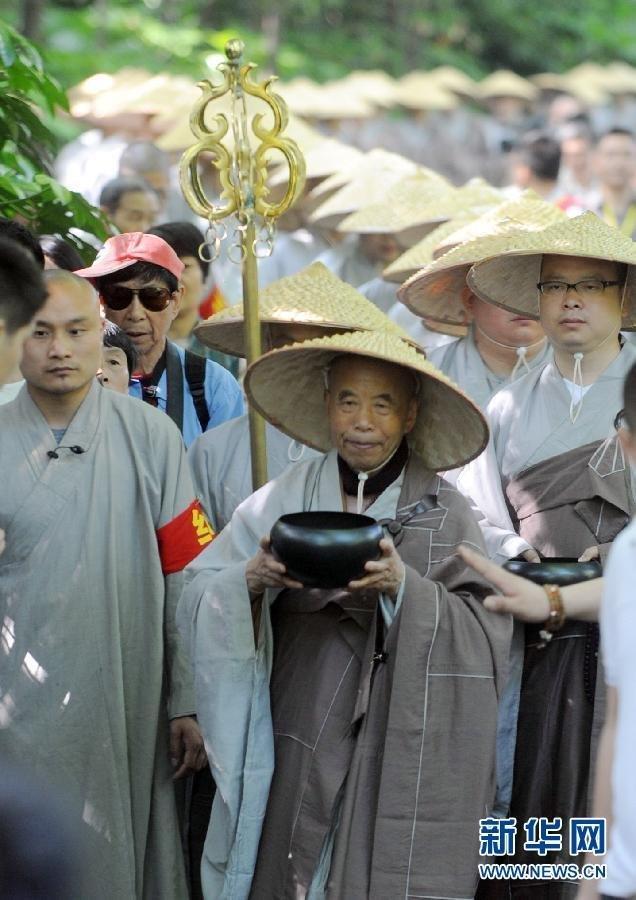 杭州灵隐寺众僧祈福法会壮观