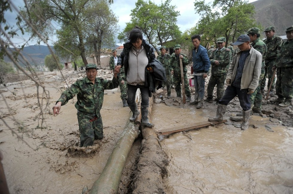 高清组图:甘肃岷县雹洪灾数十人遇难 新闻中心