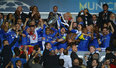高清:切尔西首捧欧冠奖杯 蓝军将士欣喜若狂