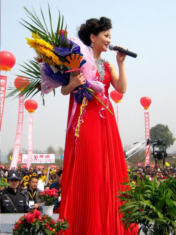 【转载】:经典女声民歌专辑——《中国红-民歌岁月》(12首音画图文) - 文匪 - 文匪的博客