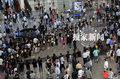 高清:罗志祥获拉人墙接机 惊动警察维持秩序