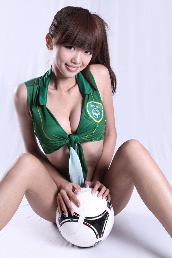 高清:腾讯欧洲杯足球宝贝曾莹 小清纯秀性感