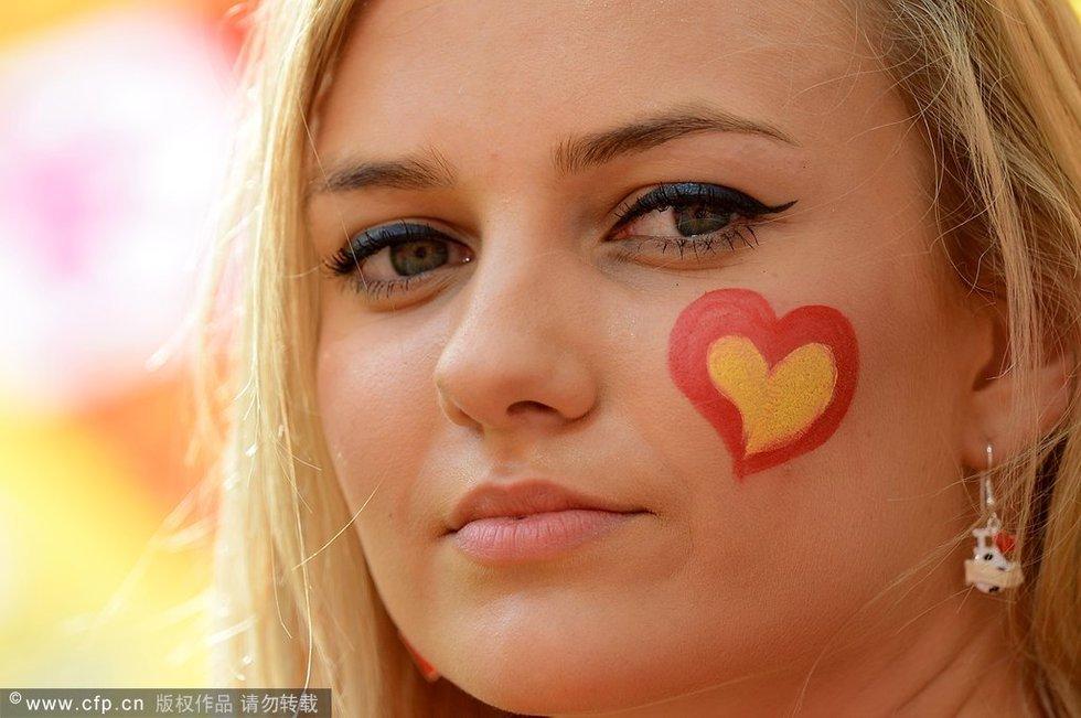 高清:欧洲杯女球迷pk 西班牙清纯美女领衔