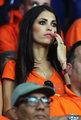 橙衣美女球迷黯然伤神