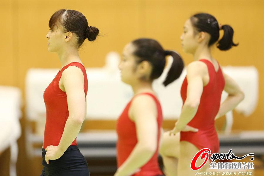 高清:日本体操美女紧身衣训练