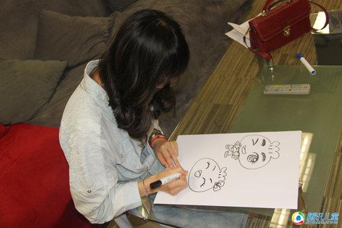 知名漫画家权迎升与设计师罗嘉做客腾讯演播室趁漫画姐姐时睡觉图片