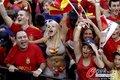 西班牙球迷庆祝夺冠
