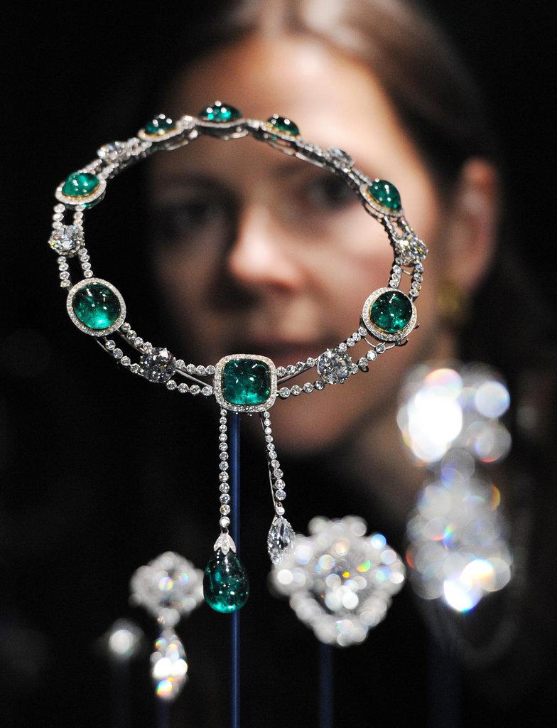 白金汉宫展出王室珠宝 许多稀世珍品首次露面