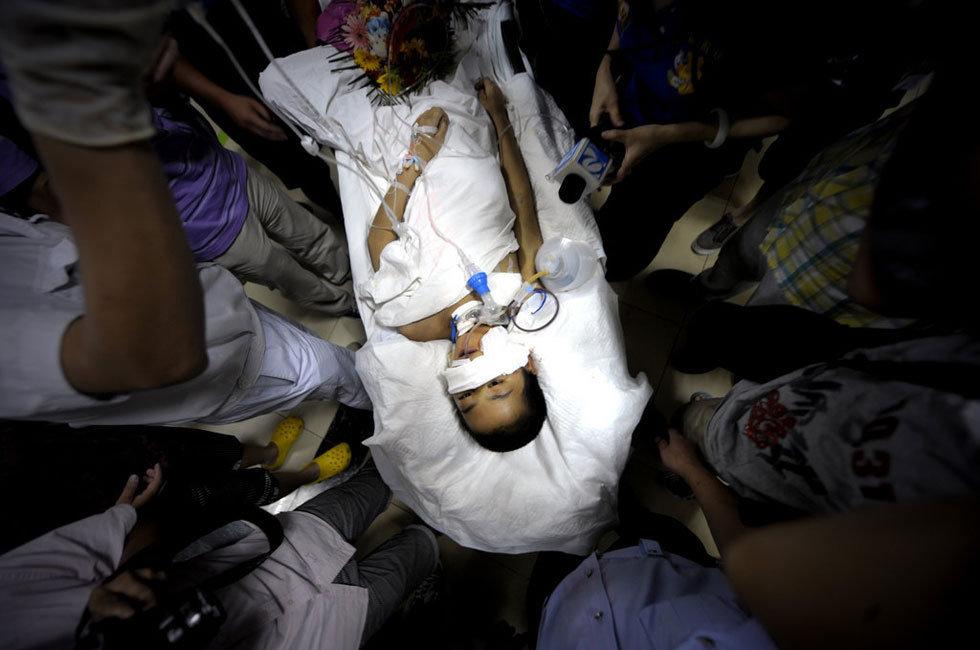 组图 13岁男孩肛门被塞高压气泵充气图片