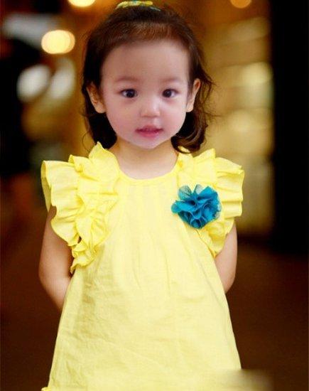 在微博曝光她的成长照片,可爱搞怪,被网友惊呼小小燕子,萌翻众