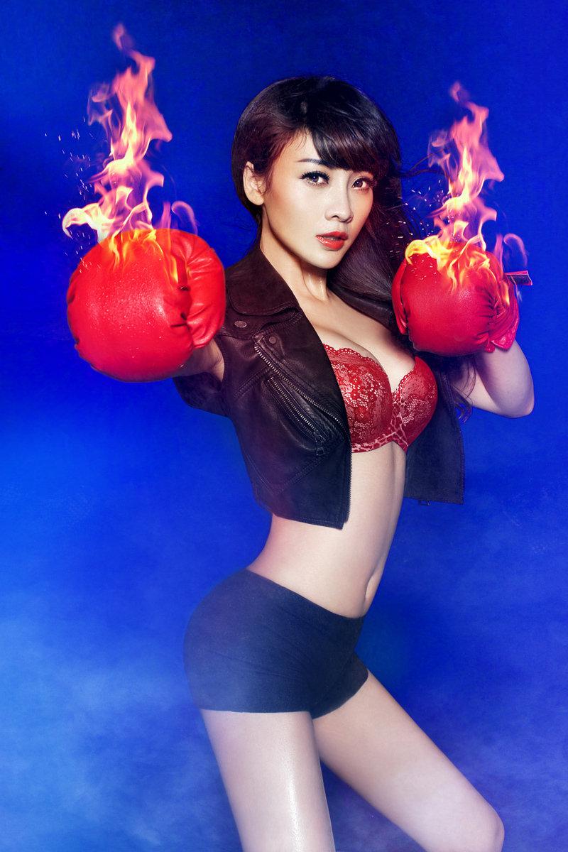 火を吹くボクサー 美人美女 画像