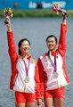 高清:女子双人双桨徐东香黄文仪摘银登领奖台