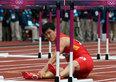 高清:刘翔摔倒单腿跳至终点 亲吻栏架告别