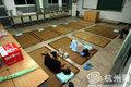 """组图:""""海葵""""来袭 危房居民避风进学校"""