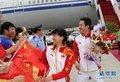 高清:中国代表团载誉归国 运动员受热烈追捧