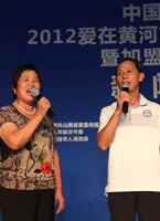 李雨儿和父母一起高歌