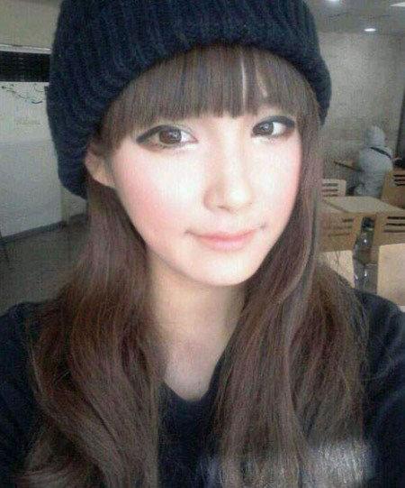 网络美女张伊娜 很注重眼妆的技巧