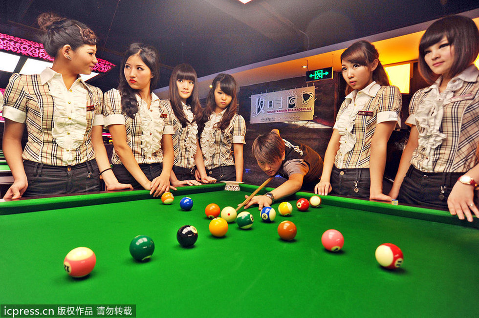 夜时尚台球俱乐部 美女助教