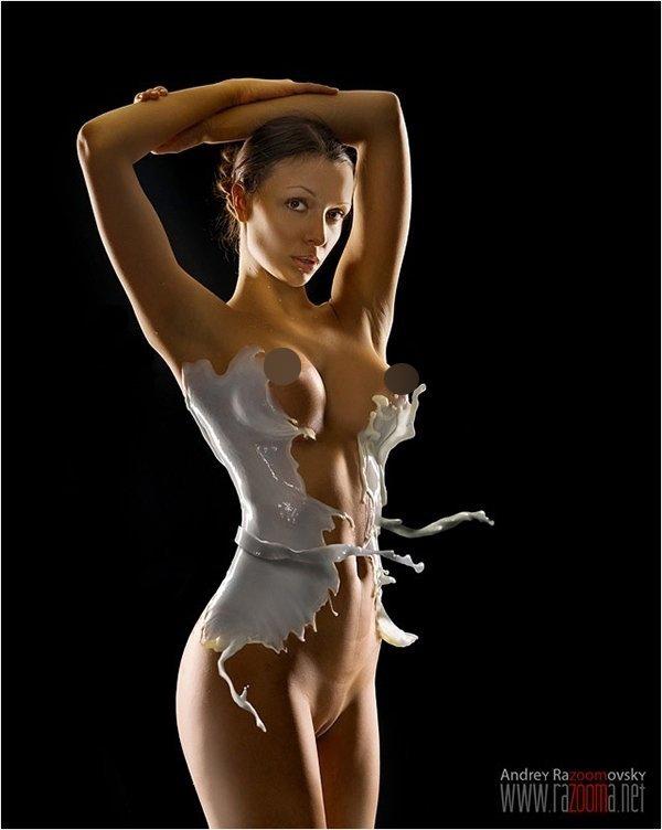 """超模全裸上阵仅着""""牛奶装"""" 完美曲线一览无余(高清组图)"""