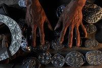 天下凤凰摄影大展摄影作品 铜凤凰收藏作品 苗族银饰制作(组) 张瑾 图6:制作银器的模具