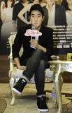 《爱谁谁》广州宣传 房祖名常跟谢霆锋过光棍节