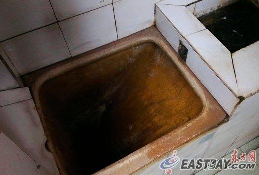 被弃公厕女婴的母亲被找到 警方对其监视居住