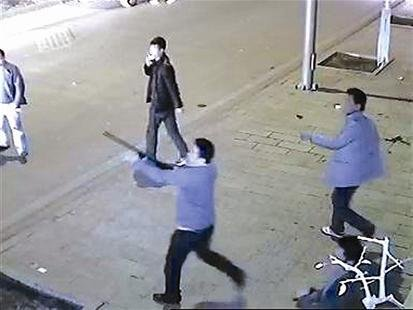砍刀的照片_来凤街头上演\