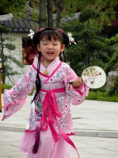 八岁小萝莉身着汉服 演绎传统古典灵动图片