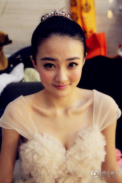 徐璐首次献唱湖南跨年 靓丽公主装十分抢眼(图)
