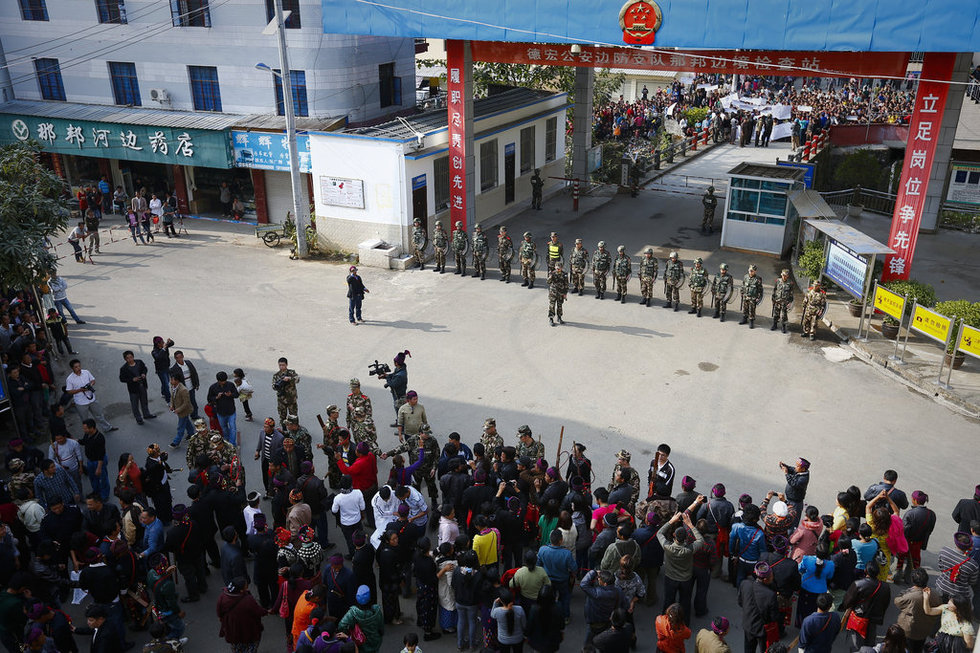 缅甸克钦难民逃至中缅边境避难 - 春风 - 多彩贵州