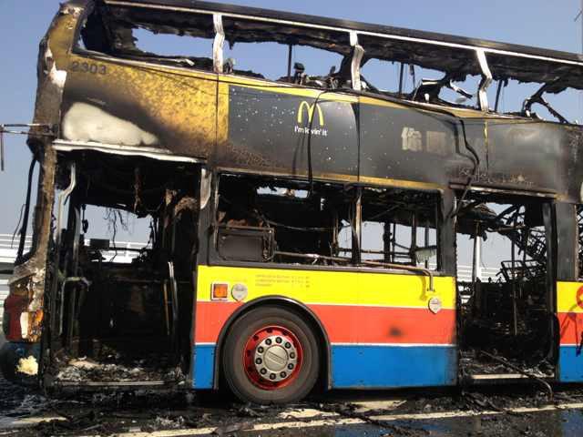 一香港巴士在深圳湾大桥起火 伤亡不明