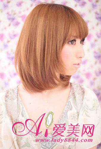 深浅棕色染发搭配中发发型,使女孩看上去更甜美活泼,染发是头发看图片