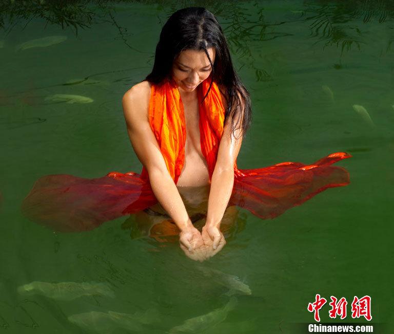 女模特拍创意日历性感裸体写真(组图) - 春风 - 多彩贵州