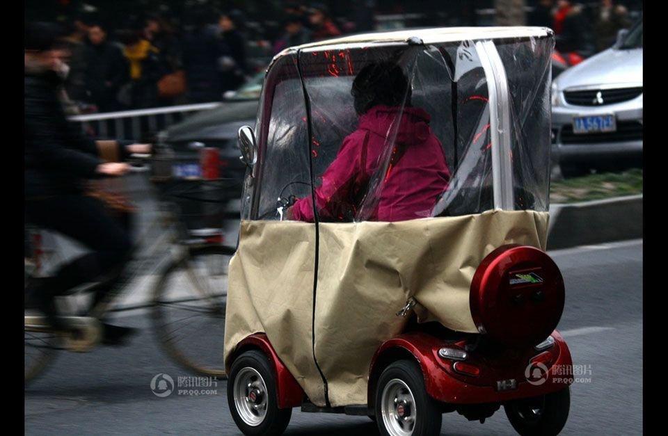 ,门上还安条长拉链,比奔驰smart车还小一圈.   迷你smart高清图片