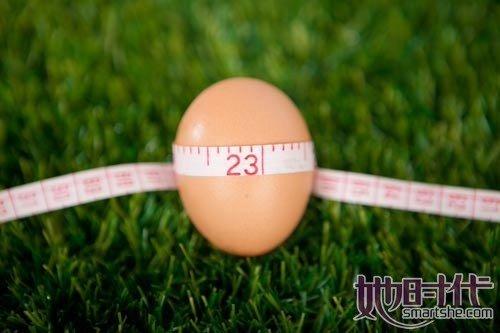蛋与糖同煮导致血液凝固.因为在长期加热的条件下,鸡蛋中的氨基