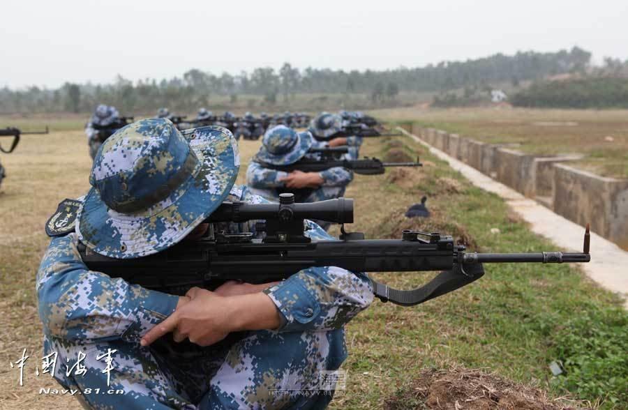中国海军网:春节前,海军陆战队某旅组织狙击手集训,对狙击理论、图片