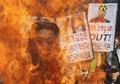 日韩民众烧金正恩像抗议