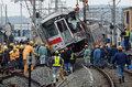日本特快列车与卡车相撞