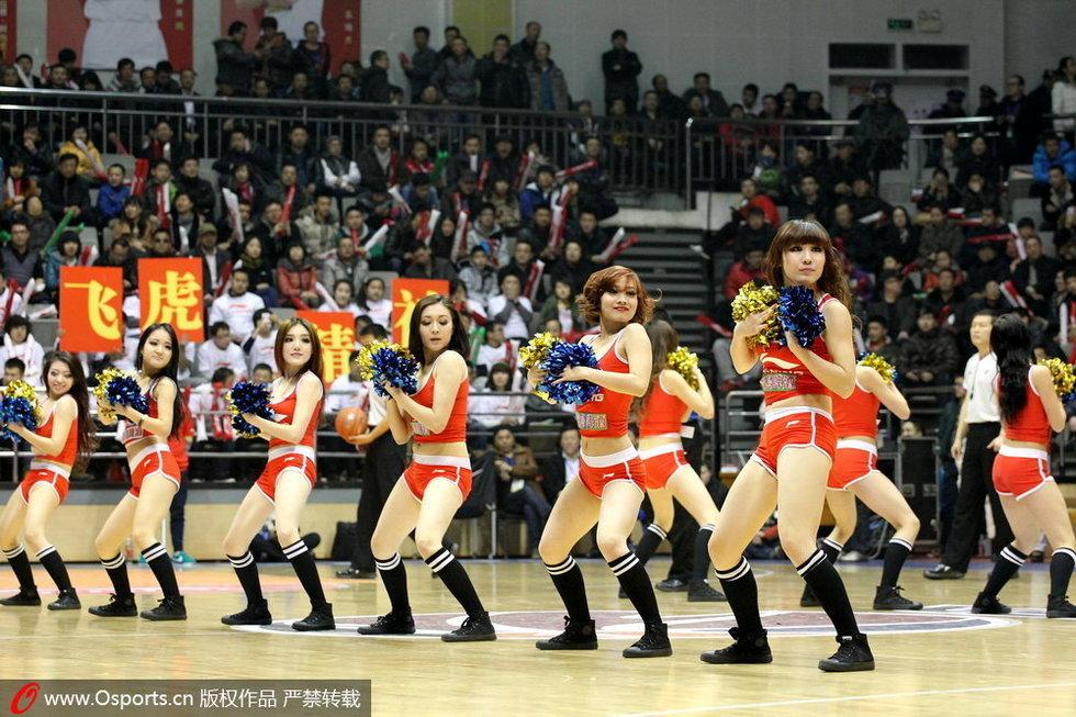 高清:cba丰满篮球宝贝热舞助阵