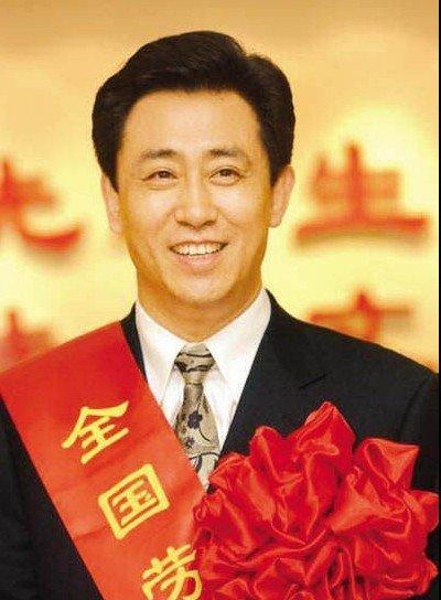 许家印也是广州恒大集团恒大地产董事长.2011年福布斯富豪排名榜