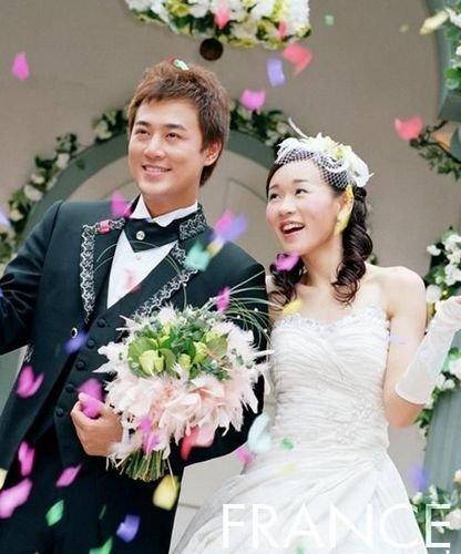 创意婚礼新娘新郎出场方式3、超级麦霸把你写进歌图片