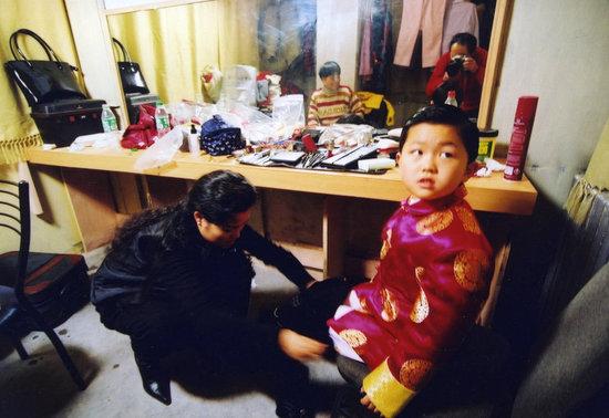 的焦点.李天一1996年4月出生于北京音乐世家,母亲梦鸽是知名歌